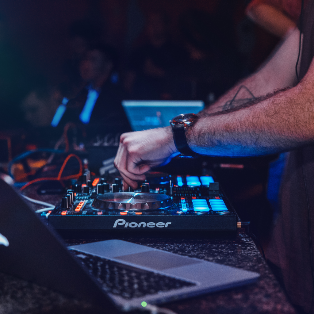Top Secrets On How to Hire Perfect Vancouver DJ | DJing.ca